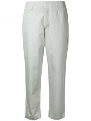 Укороченные брюки-чинос Bassike. Цвет: серый