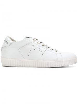 Кроссовки на шнуровке Leather Crown. Цвет: белый