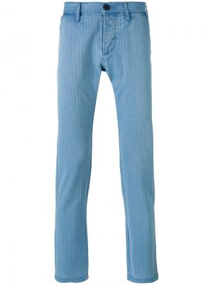 Полосатые зауженные брюки Edwin. Цвет: синий