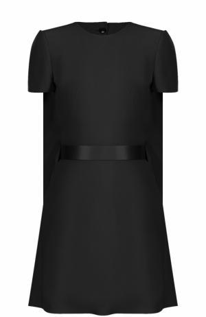 Мини-платье с кейпом и поясом Alexander McQueen. Цвет: черный