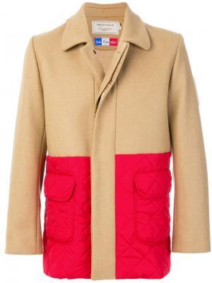 Пальто дизайна колор-блок Maison Kitsuné. Цвет: телесный