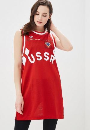 Платье adidas Originals. Цвет: красный