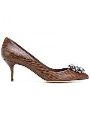 Туфли-лодочки с заостренным носком украшением из кристаллов Dolce & Gabbana. Цвет: коричневый